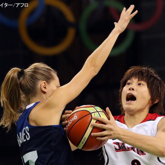 インサイドで得点を挙げる#8髙田 真希選手