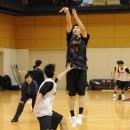 3Pシュートを打つ前田 悟選手(青山学院大学 1年)