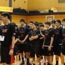 練習内容を説明する陸川 章コーチと説明を聞く選手たち