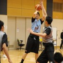 シュートレンジ広くゴールを決めるシェーファー アヴィ幸樹選手(セント・メリーズ・インターナショナル・スクール)