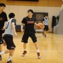 動きを確認しながらプレイを指示する菅原 暉選手(土浦日本大学高校 2年)