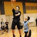 インサイドから積極的に攻める西野 曜選手(近畿大学附属高校 2年)