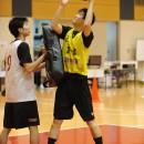 体を当ててシュートを狙う中村 太地選手(福岡大学附属大濠高校 3年)