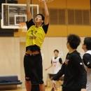 ゴール下を制する森下 魁選手(明徳義塾高校 3年)