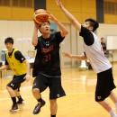 マークをかわしてシュートに行く増田 啓介選手(福岡大学附属大濠高校 3年)