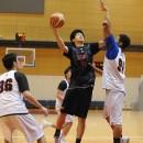 インサイドから攻める西野 曜選手(近畿大学附属高校 3年)