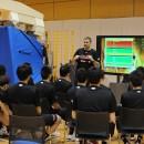日本人選手の利点と課題を映像で示すルカ・パヴィチェヴィッチ アドバイザリーコーチ