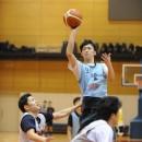 大澤 希晴選手(専修大学 2年)はディフェンスのタイミングを外してシュート