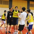 ディフェンスを教わる山本 浩太選手(東海大学 1年)