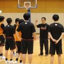 世界と日本の違いを説明する林 慎一郎ヘッドコーチ(福井県立足羽高校)
