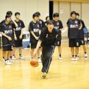 萩原 美樹子コーチが実際に手本を示す