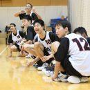 チームメイトのナイスプレイに沸く選手たち