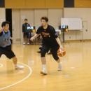 満原 優樹選手(サンロッカーズ渋谷)ら大きな選手も練習中は様々なポジションでプレイ