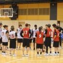 練習後、選手全員で話し合いながら修正点を確認