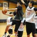 アグレッシブにゴールを狙う笹山 陸選手(洛南高校 1年)