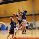 ドライブからバスケットカウントを決める田中 力選手(横須賀市立坂本中学校 2年)