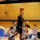 ディフェンスを抜いてシュートを決める横地 聖真選手(福岡大学附属大濠高校 1年)