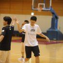 結城 智史選手(土浦日本大学高校 1年)は勝利のハイタッチ