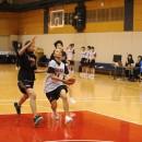 速攻からゴールを狙う田中 ナターシャ絵里選手(八王子市立第一中学校 3年)