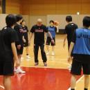 フォーメーションの確認を徹底させる高橋 仁ヘッドコーチ