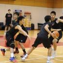 コミュニケーションを図りながらチームで守るディフェンス練習