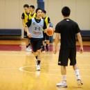 ボールを運ぶ重冨 周希選手(福岡第一高校 3年)