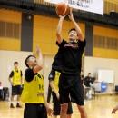 ポストプレイを決める三森 啓右選手(札幌日本大学高校 3年)