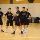 トーステン・ロイブル ヘッドコーチは問題があれば、練習を止めて説明