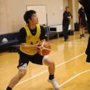 ステップバックから3Pシュートを打つ西田 優大選手(福岡大学附属大濠高校 3年)