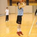 ジャンプシュートを打つ中田 嵩基選手(福岡大学附属大濠高校 1年)