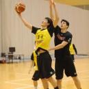 増田 啓介選手(筑波大学 1年)はブロックをかわしてシュート