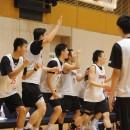 水野 幹太選手(法政大学 1年)の3Pシュートブザービーターに沸くベンチ