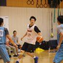 ボールを運ぶ西田 優大選手(東海大学 1年)