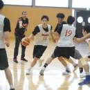 ピック&ロールを仕掛ける岡田 侑大選手(東山高校 3年)