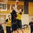 ウィタカ ケンタ選手(青山学院大学 1年)は高さを生かしてシュート