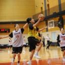 速攻を決める北川 直美選手(日本体育大学 4年)