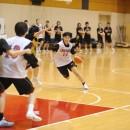 1on1を仕掛ける津村 ゆり子選手(東京医療保健大学 3年)