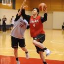 インサイドを攻める藤本 愛妃選手(東京医療保健大学 1年)